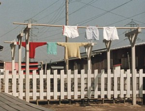 good-morning-1959-003-laundry-hanging