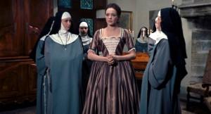 Anna Karina (Suzanne Simonin) au centre, personnages